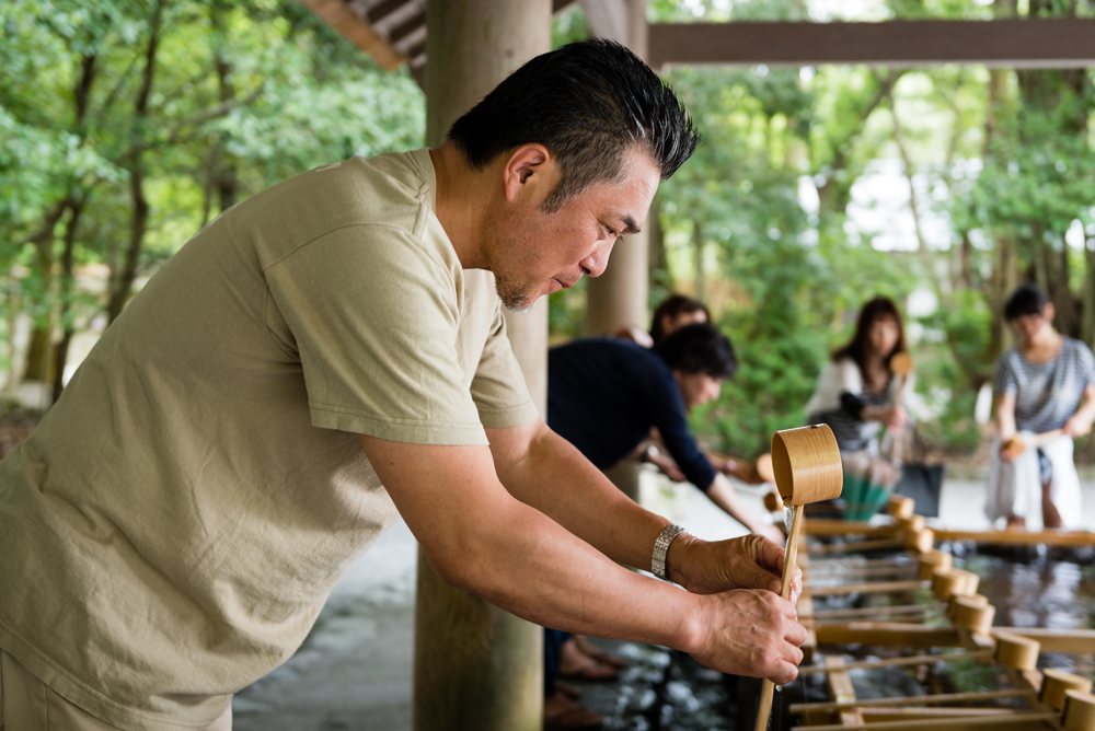 Suzuki paying a visit to Ise Shrine